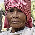 Cambodgeangkorfemme_moine